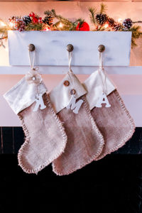 burlap-rustic-no-sew-christmas-stockings